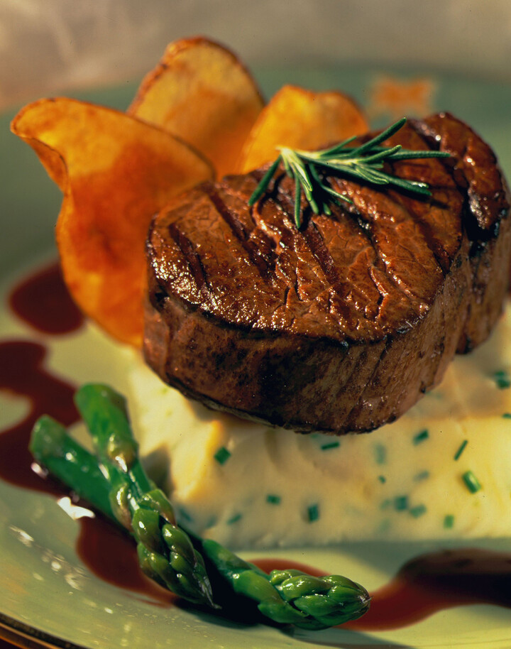 Tenderloin of Beef with Roasted Shallot Idaho® Potatoes and a Merlot ...