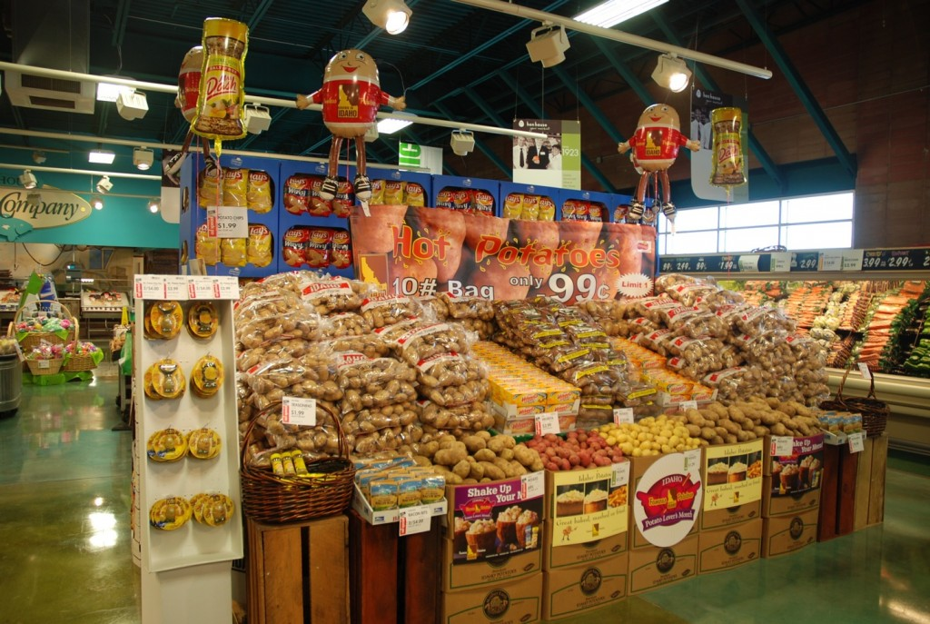 Hen House pulled out all the stops for the IPC's 20th Annual Potato Lover's Month Retail Display Contest with storewide displays featuring Idaho potato recipes, decorations and deals.